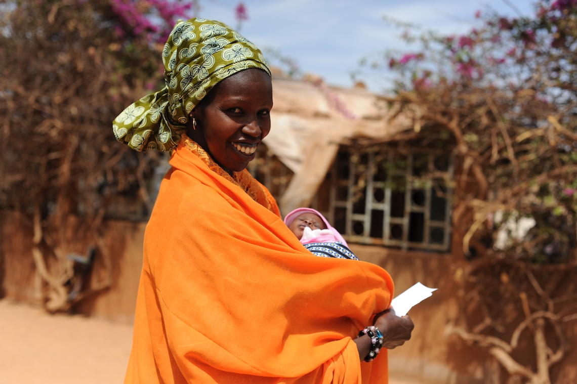 Woman and child in Senegal, by Nutrition International